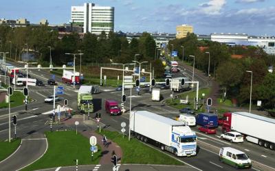 Sneller groen voor vrachtwagencolonnes in de Greenport