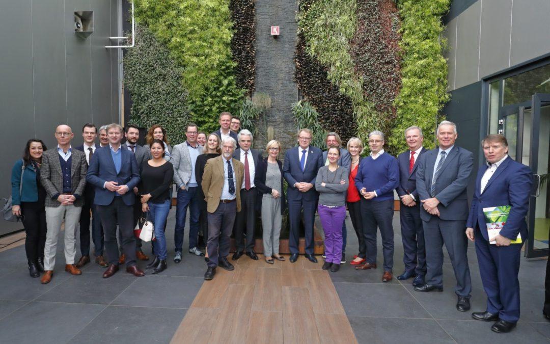 De Gezonde Bustour: 'De prestaties van de Nederlandse glastuinbouw zijn ongekend'