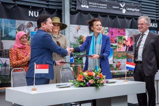 Koningin Máxima en President Halimah van Singapore bezoeken WUR in Bleiswijk