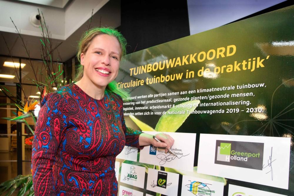 Minister Schouten van LNV ondertekent eerste Tuinbouwakkoord