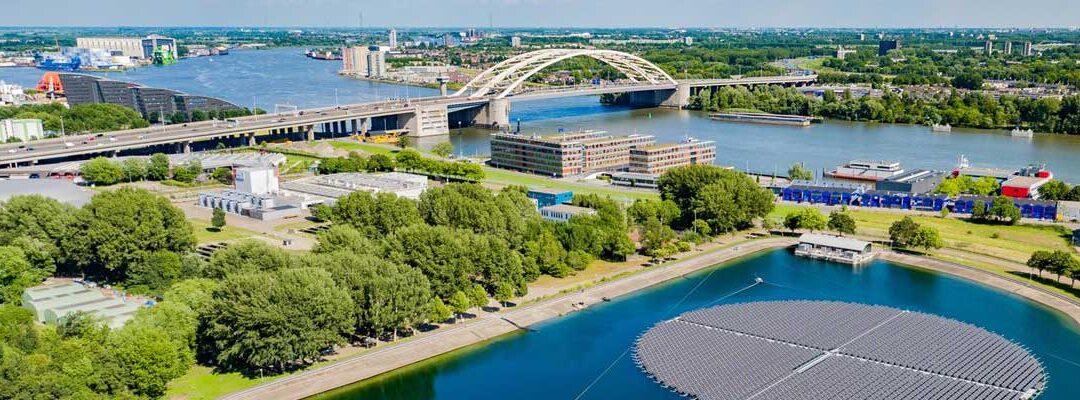 Evides opent grootste drijvende zonnepark van Europa in Rotterdam
