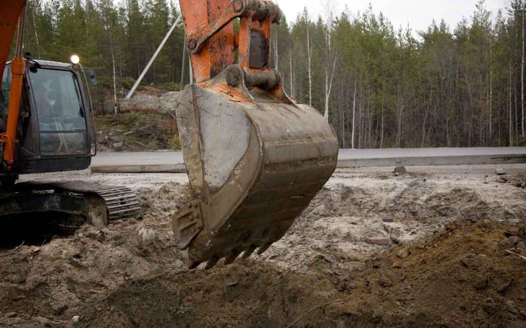 Schop in de grond voor koppelleiding Warmtesysteem Westland